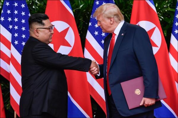 國總統川普十二日在推特上公布一封來自北韓領導人金正恩、期許川金能再度會面的「很友好」短箋,藉此彰顯上月川金會大獲成功。(美聯社檔案照)