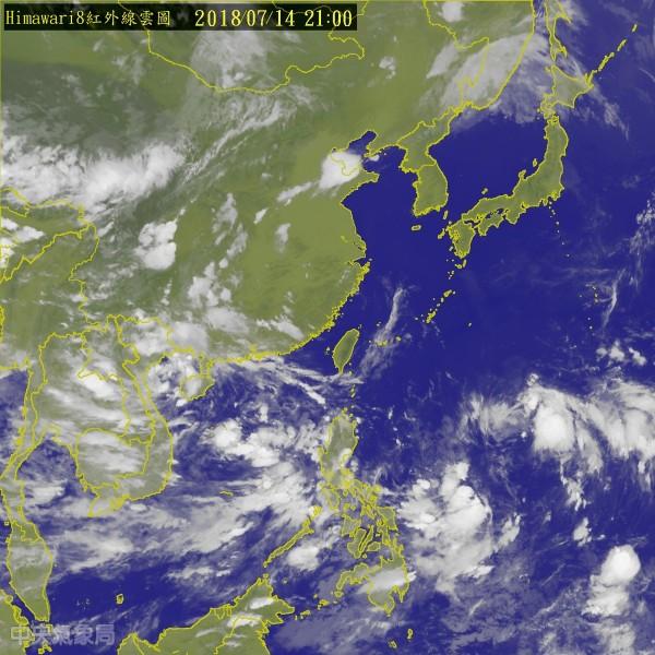 台灣東南方海面上的熱帶擾動,成颱不確定性高,氣象局呼籲民眾持續關注相關訊息即可。(圖擷取自中央氣象局)