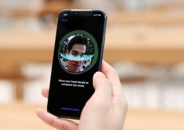科技業近年熱衷發展臉部辨識,維權人士憂心,這項技術若被濫用,恐危害民眾隱私。微軟公司今天呼應民間團體聲浪,敦促美國國會與政府加強管制臉部辨識技術。(路透)