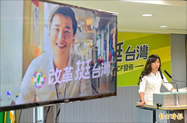 民進黨今天下午將在台北圓山飯店舉行全代會,昨先推出「改革挺台灣 年金改革篇」電視廣告,向台灣人民報告改革的成果。(記者張嘉明攝)