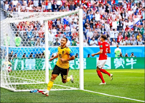世界盃足球賽季軍戰,下半場E.阿扎爾(左)單刀勁射入網,最終比利時2:0勝英格蘭。(美聯社)