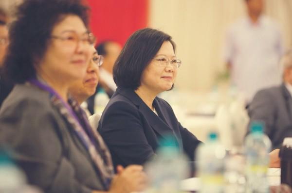 民進黨共識營,蔡英文總統(右至左)、陳建仁副總統、總統府秘書長陳菊。(民進黨提供)