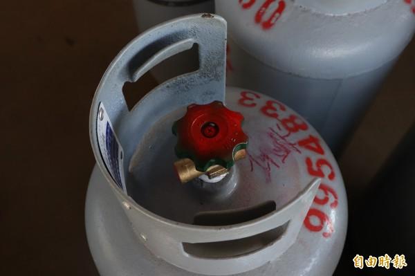 台北市台灣保安工業公司(TPA)進口製造的瓦斯鋼瓶開關閥會漏氣,預估造成10萬桶問題瓦斯流入市面,引發民眾恐慌。(資料照,記者林敬倫攝)