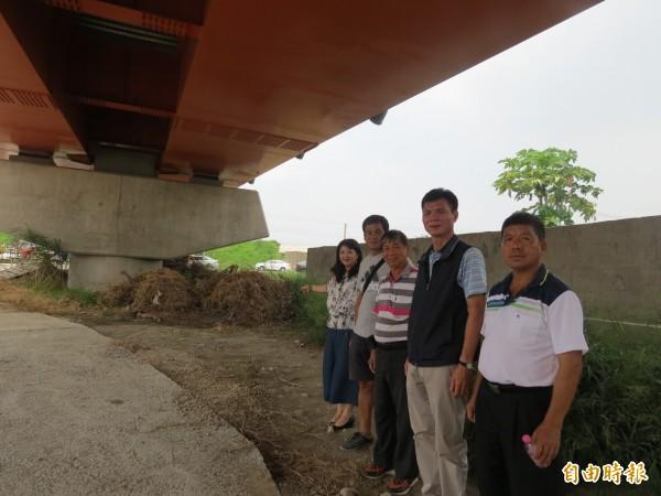 烏日北里里沒有公園,里民希望市府釋出溪尾大橋橋下空地。(記者蘇金鳳攝)