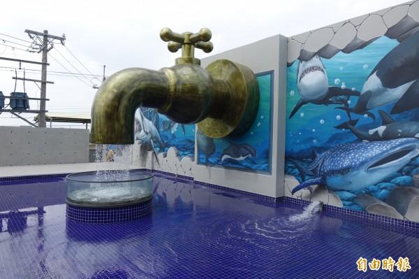 位於彰化秀水的水銡利廚衛生活村,有水龍頭意象設計。(記者劉曉欣攝)