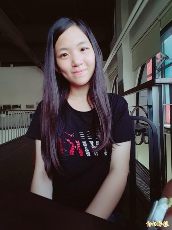 台南北門高中劉恩慈放棄申請入學,指考成績可望錄取政大財經學系。(記者楊金城攝)