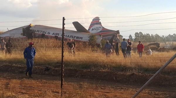 南非一架客機10日墜落在首都普利托利亞(Pretoria)附近,導致2人死亡,20人受傷。(路透)