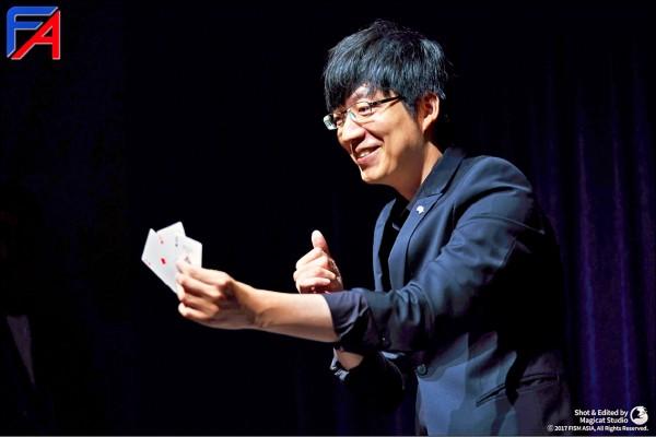 台灣醫師蔡之棟參加今年「FISM國際魔術大賽」,在近距離紙牌項目中,拿下世界第三的佳績。  (蔡之棟提供)