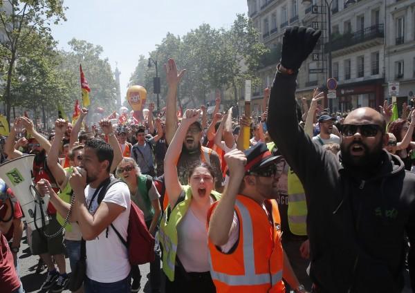 法國國家鐵路公司(SNCF)工會因不滿法國總統馬克宏政府提出的改革計畫,自4月起發起不定期「間歇性」罷工。(美聯社)