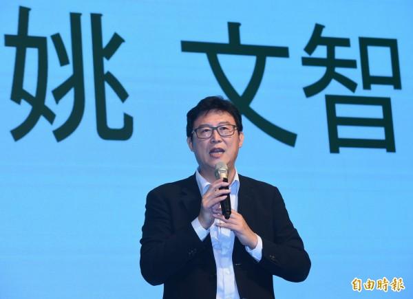 民進黨台北市長參選人姚文智參加北社17週年感恩晚會,上台致詞,也爭取支持。(記者劉信德攝)