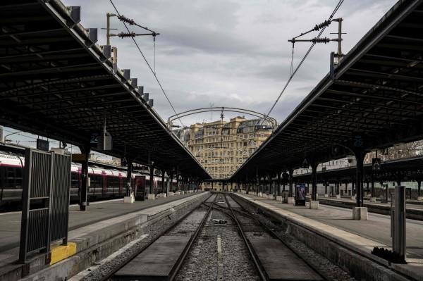 法國國鐵指出,自工會發動罷工以來,關於賠償旅行計畫被打亂客戶的費用,已來到「空前的」1.6億歐元。(法新社)