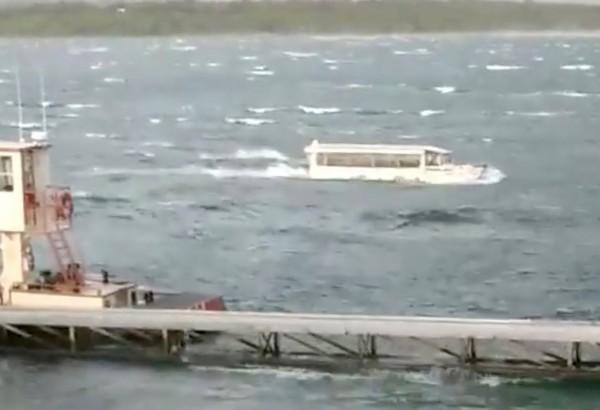 美國密蘇里州鴨子船翻覆,造成17人死亡,其中9人來自同一個家庭。(路透)