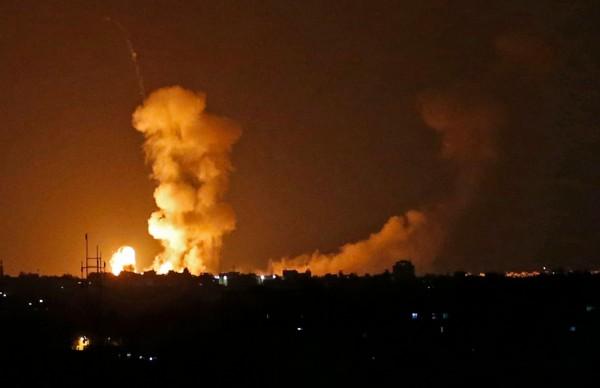 一名以色列軍人在加薩前線遭巴勒斯坦槍手擊斃,以國隨即發動數十起空襲回擊。(法新社)