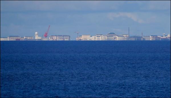 美國中情局(CIA)東亞與太平洋任務中心副助理主任柯林斯(Michael Collins)二十日直言,中國正對美發動「不露聲色的冷戰」,南海人造島礁推動軍事建設更是「俄國併吞克里米亞的東方版本」。(美聯社檔案照)