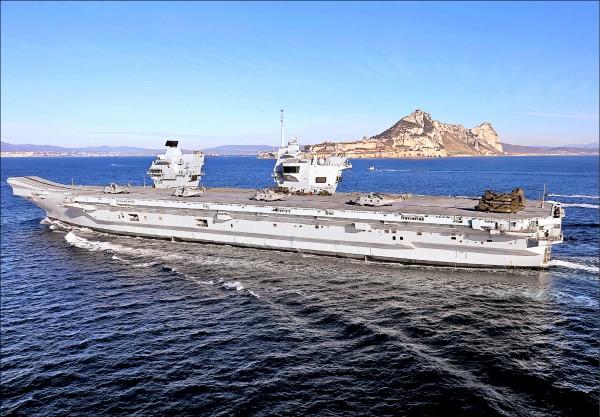 英國最新型航空母艦「伊莉莎白女王號」。(歐新社檔案照)