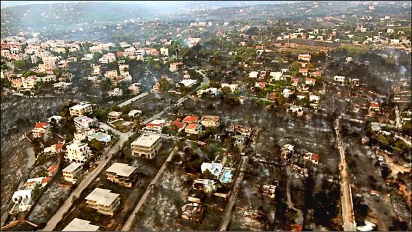 希臘廿三日發生森林大火,希臘國防部廿四日的空拍畫面顯示馬蒂已成ㄧ片焦土。(法新社)