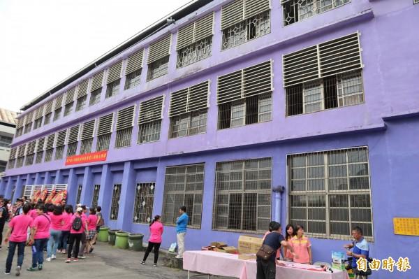 潭子國小西棟校舍,耐震不足,將拆除重建。(記者歐素美攝)