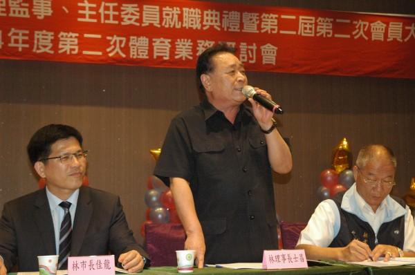 東亞青運被迫停辦,台中市體育總會理事長林士昌(中)、秘書長楊永昌(右)發表聲明,為努力準備參賽選手深感抱屈與遺憾。(台中市體育總會提供)