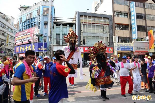 豐原城隍廟舉辦年度遶境活動。(記者歐素美攝)