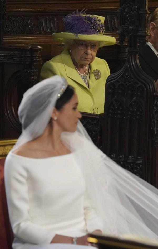 英國王室傳統規定,梅根不能比女王早睡。(美聯社)