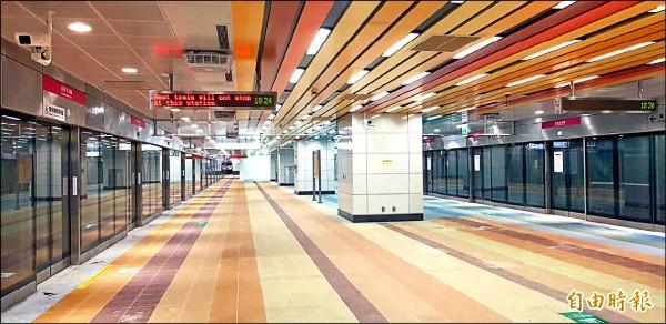 捷運高雄車站「R11永久站」將儘速改善缺失申請交通部履勘,希望趕在八月底啟用。(記者葛祐豪攝)