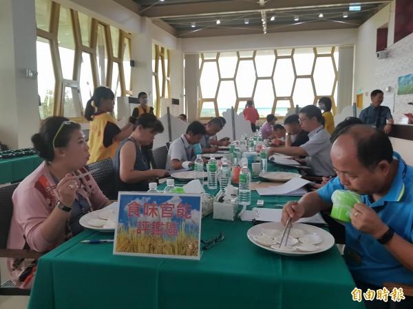 107年台南好米競賽今在太康有機農業專區舉辦第二階段評鑑。(記者王涵平攝)