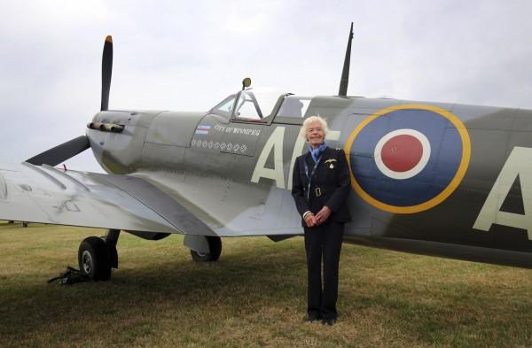 第二次世界大戰英國女飛行員艾利斯(Mary Ellis)日前與世長辭,享嵩壽101歲。(美聯社)