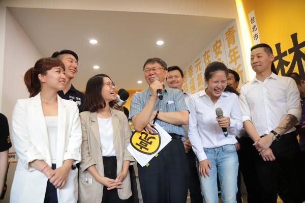 柯文哲出席林亮君競選總部開幕。(時代力量提供)