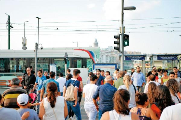 土耳其第一大城伊斯坦堡,交通便利,適合旅人在此停留、熟悉在地文化。(圖片提供/Peilun)