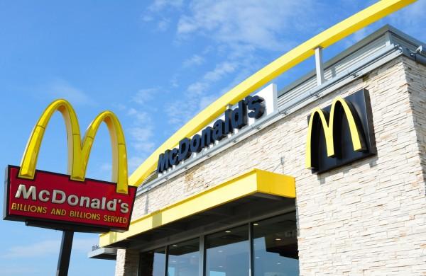 8月1日起馬來西亞部分麥當勞將不提供塑膠吸管。(法新社)