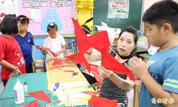 豐榮國小多元教學課程獲家長與學童肯定,今年新生報到比預定人數增加一倍。(記者林國賢攝)