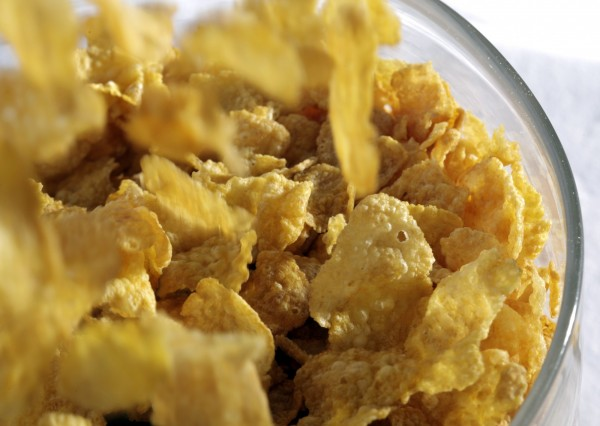 美國加州史丹佛大學發布最新研究指出,即使對於健康的人們,早餐吃玉米片配牛奶會讓血糖「飆上平流層」,長期下來會引發心血管疾病,研究發布在《PLOS》期刊。(美聯社)