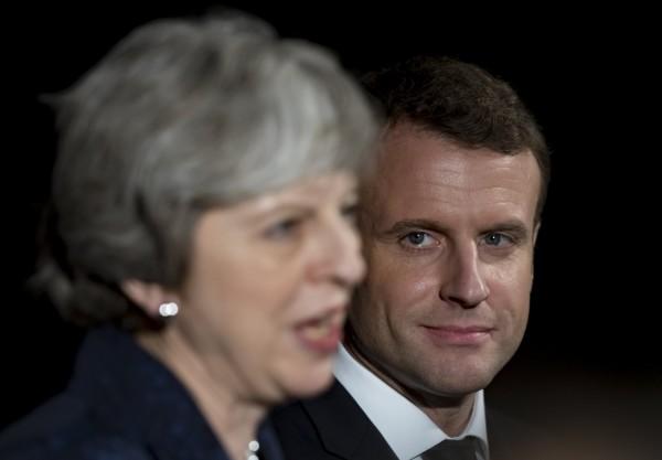 法國愛麗榭宮今日表示,法國總統馬克宏將於本週五與英國首相梅伊會談。圖為今年1月2人於倫敦見面。(歐新社檔案照)