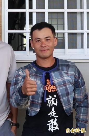 東區農農友林俊維從事有機農業,也樂於帶領小朋友認識土地。(記者張存薇攝)