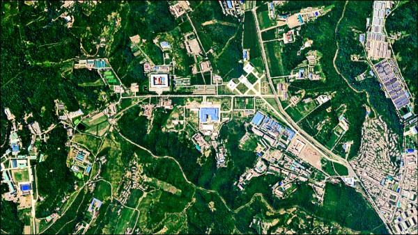 美國情報機構七月份拍攝的衛星照片顯示,北韓可能正在平壤市郊沙門洞的飛彈研發中心製造新洲際彈道飛彈。(路透)