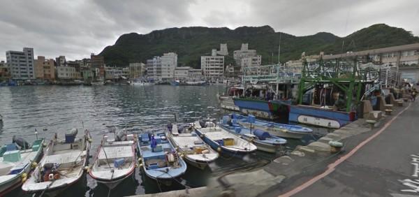 新北市一名船長載運7萬多公斤秋刀魚魚餌出港,卻只捕撈到1830公斤的漁獲,被財政部關務署懷疑走私,開罰292萬餘元。(圖擷自Google地圖)