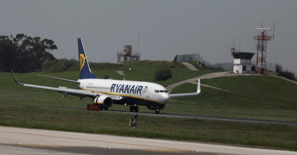 西班牙時間上月31日下午5時30分左右,瑞安航空一架巴塞隆納飛伊維薩島的航班,傳出起飛前有手機爆炸。圖僅示意,與本文無關。(路透)