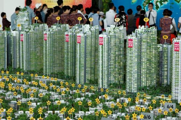 中國知名房地產企業「碧桂園」近期連續發生多起嚴重工安事件,事後緊急宣布旗下所有建案暫時停工,進行工安檢查。圖為碧桂園跨海到馬來西亞推出的建案。(路透)