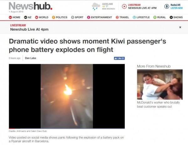 該架航班上疑似正在充電的手機,突然爆炸起火。(圖翻攝自《newshub》官網)