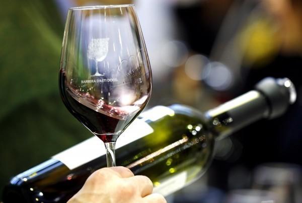 法國巴黎—薩克雷大學最新研究指出,滴酒不沾的中年人與每天適度飲酒的人相比,患得阿茲海默症的機率高出47%。(路透)