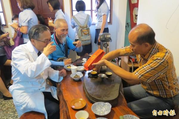 台中榮總打造「大同書房」,以社區照顧生活館模式提供長照服務。(記者蘇孟娟攝)
