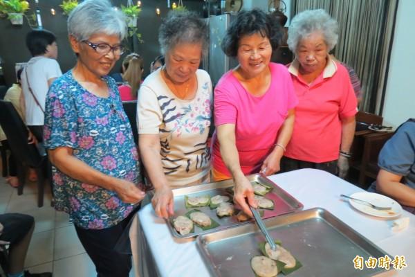 台中榮總打造「大同書房」,將鼓勵長者擔任老師指導拿手菜教學。(記者蘇孟娟攝)