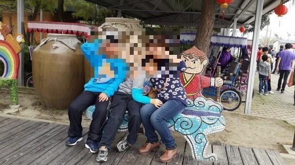 楊姓死者與兩個兒子合照。(記者陳薏云翻攝)