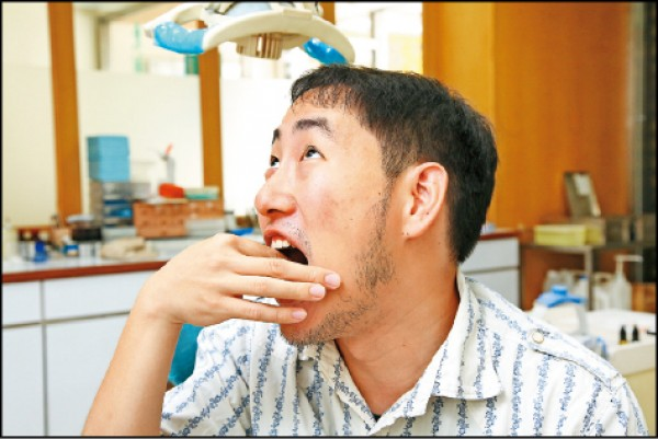 拔完智齒覺得其他牙齒變得鬆鬆的?(記者沈昱嘉/攝影)
