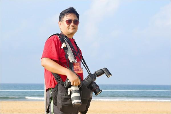 姬生一為了攝影興趣,投資上百萬的薪水添購專業設備。(姬生一提供)