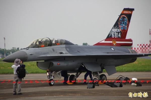 空軍嘉義基地今天進行全兵力預校,圖為F16戰機。(記者林宜樟攝)