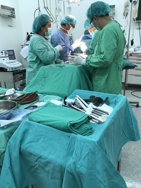 恆醫輸血6000CC,鬼門關前救回車禍婦人。(記者蔡宗憲翻攝)