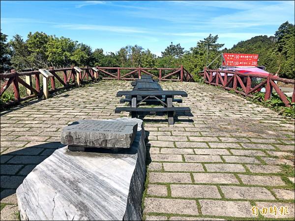 鳶峰停車場上方的觀景平台,是天文迷最常利用的區塊。(記者佟振國攝)