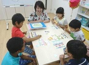 日本有兒童教育公司設計出一套性教育卡牌。(圖擷自推特)