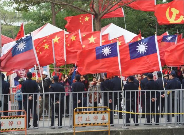 「禁止懸掛中華人民共和國五星旗」公投提案,因逾期未補正,中選會予以駁回。(資料照)